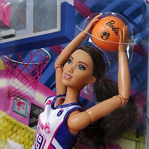 Barbie® – Made to Move – Basketballspielerin of Color