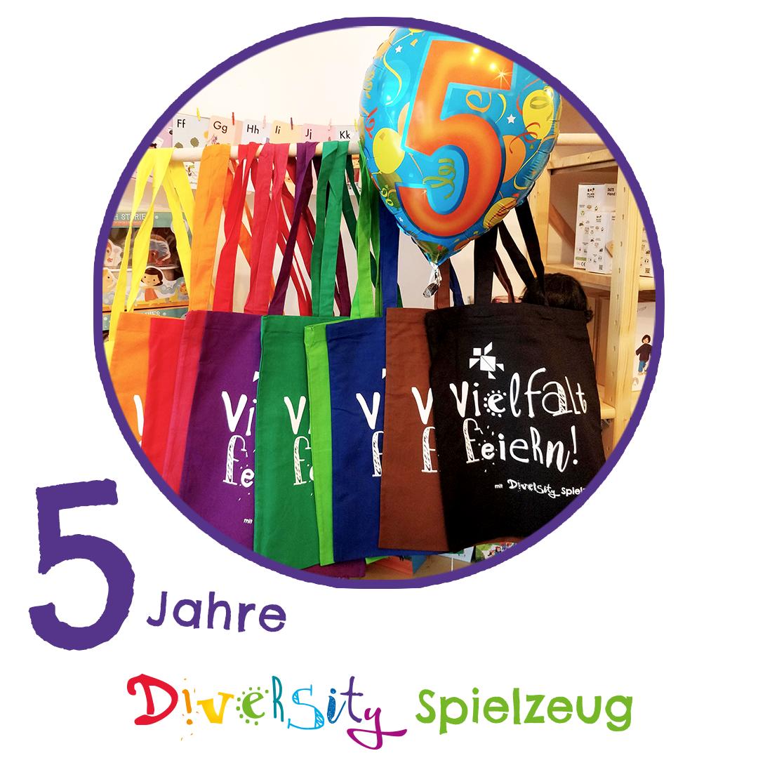Wir feiern 5 Jahre Diversity Spielzeug